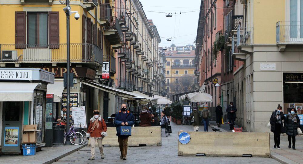 Le persone a Milano durante la pandemia del coronavirus, Italia