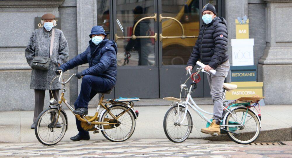 Le persone in bici a Milano, Italia