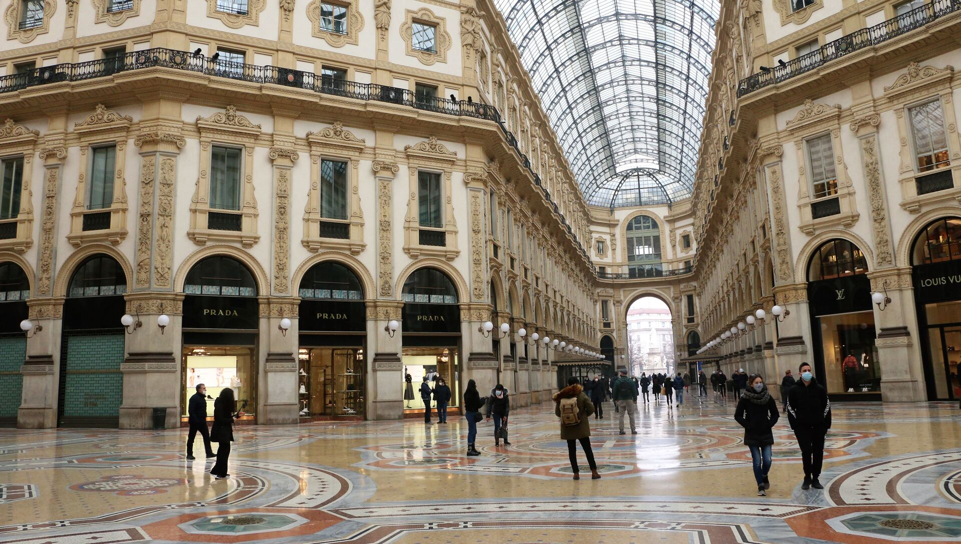 La galleria Vittorio Emanuele II semi-deserta a Milano, Italia - Sputnik Italia, 1920, 09.03.2021