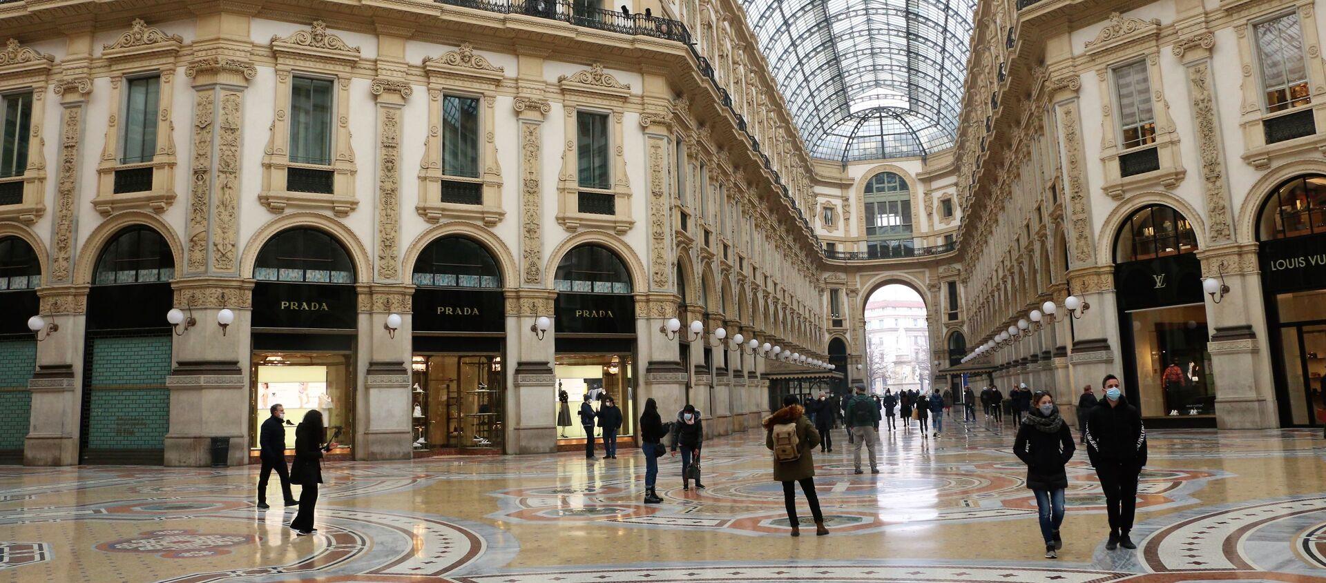 La galleria Vittorio Emanuele II semi-deserta a Milano, Italia - Sputnik Italia, 1920, 27.02.2021