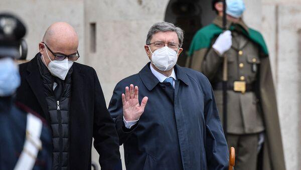 Enrico Giovannini, Ministro Infrastrutture e Trasporti (a destra) e Roberto Cingolani, Ministro per la Transizione ecologica (a sinistra) - Sputnik Italia