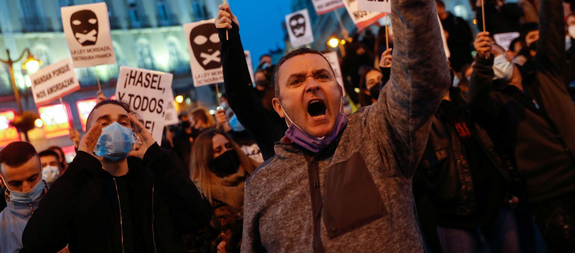 Сторонники сторонников рэпера Пабло Хазеля на акции протеста в Мадриде, Испания - Sputnik Italia, 1920, 28.02.2021