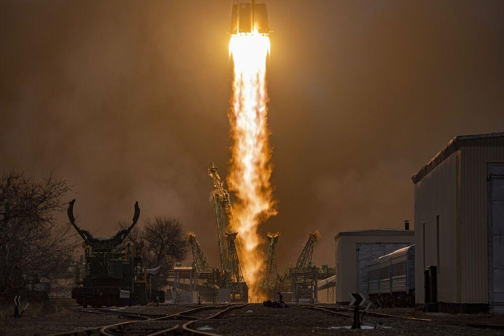 Lancio del razzo vettore Soyuz-2.1a con il veicolo cargo Progress MS-16 dal cosmodromo di Baikonur
