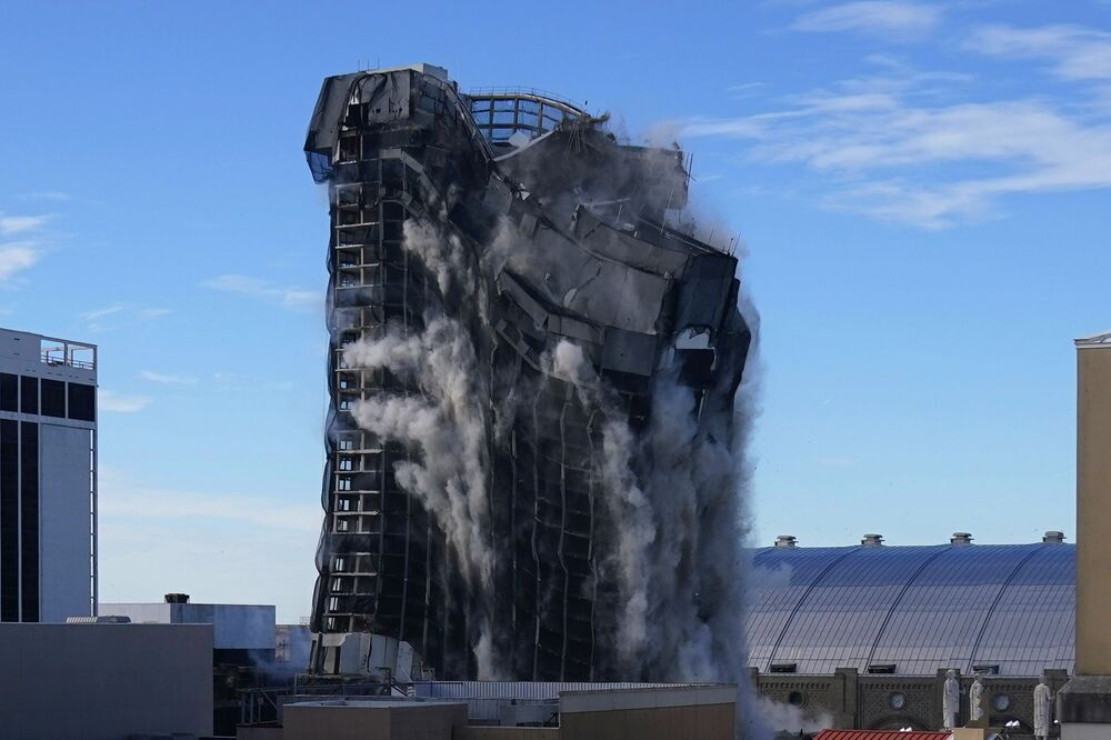 Demolizione dell'edificio del casino di Trump Plaza ad Atlantic City