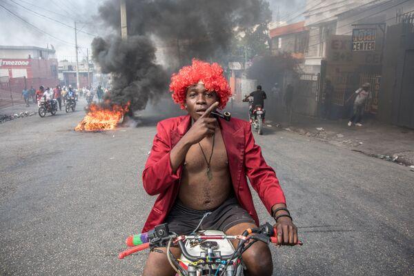Partecipante a una manifestazione antigovernativa a Port-au-Prince, Haiti - Sputnik Italia