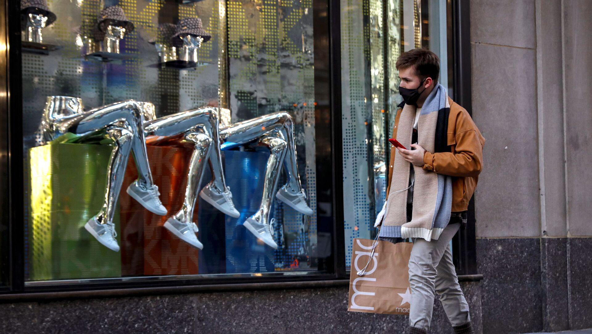 Uomo sulla 5th Avenue a New York - Sputnik Italia, 1920, 14.05.2021