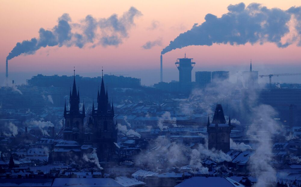 Vista su Praga innevata, Repubblica Ceca.