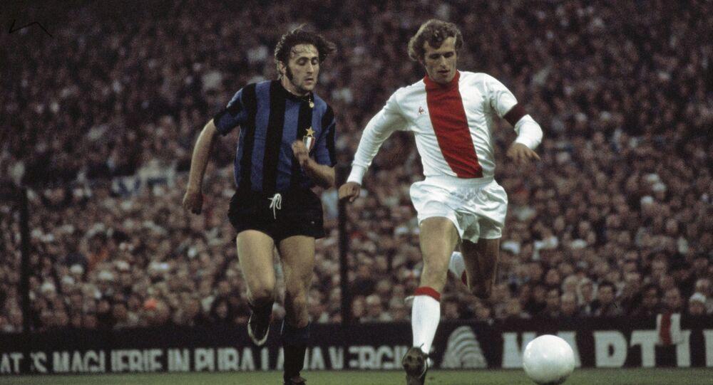 Mauro Bellugi in azione durante la Coppa dei Campioni 1970-1971