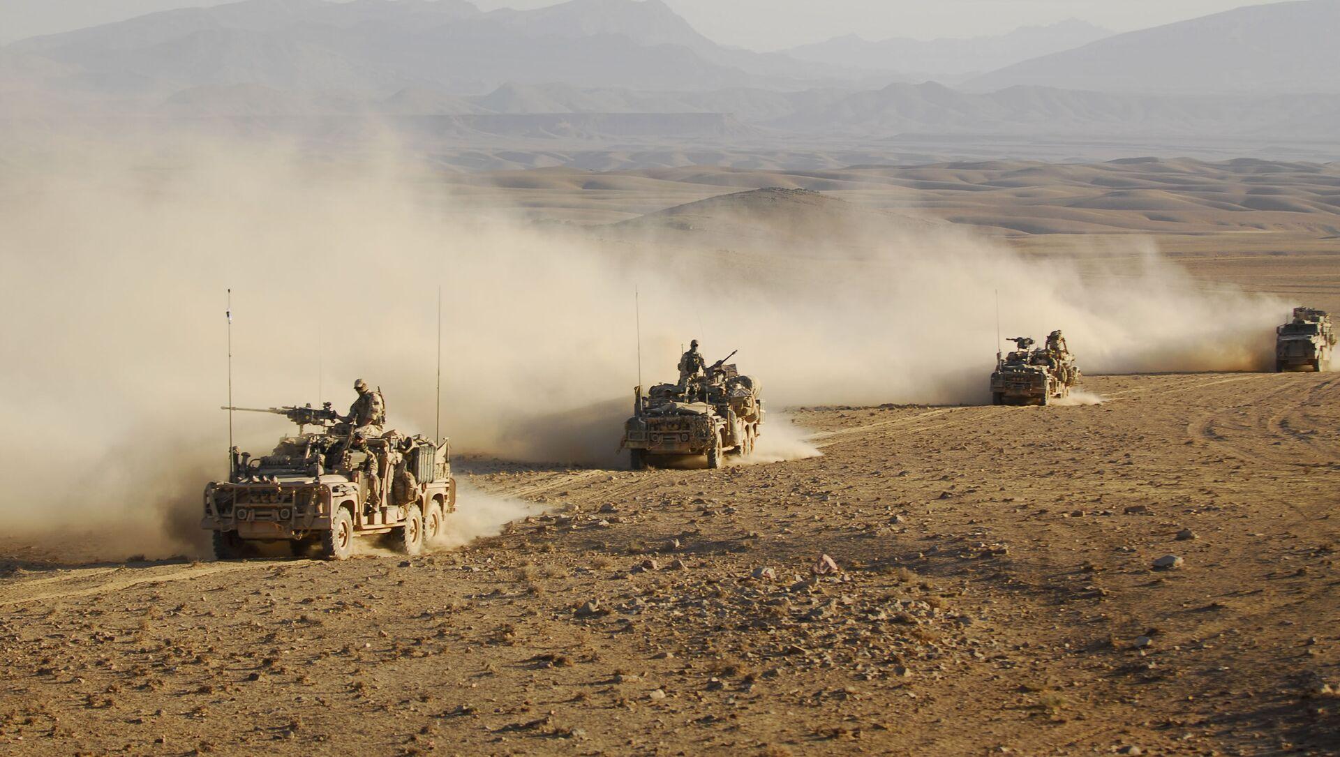 Forze speciali australiane su veicoli di pattuglia a lungo raggio guidano in convoglio attraverso uno dei deserti dell'Afghanistan (File) - Sputnik Italia, 1920, 21.02.2021