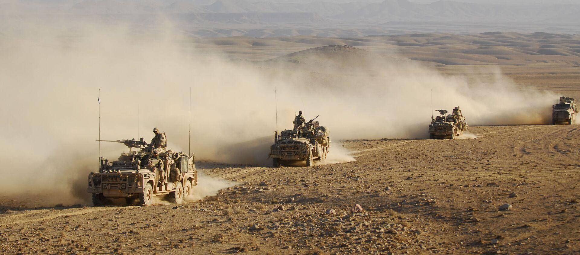 Forze speciali australiane su veicoli di pattuglia a lungo raggio guidano in convoglio attraverso uno dei deserti dell'Afghanistan (File) - Sputnik Italia, 1920, 19.04.2021
