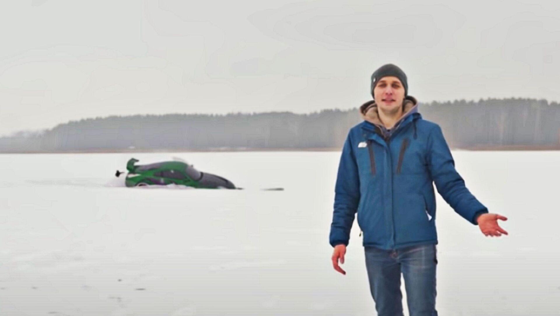 Sportcar di Need for Speed affondata in un lago: passatempo dei blogger russi - Sputnik Italia, 1920, 21.02.2021