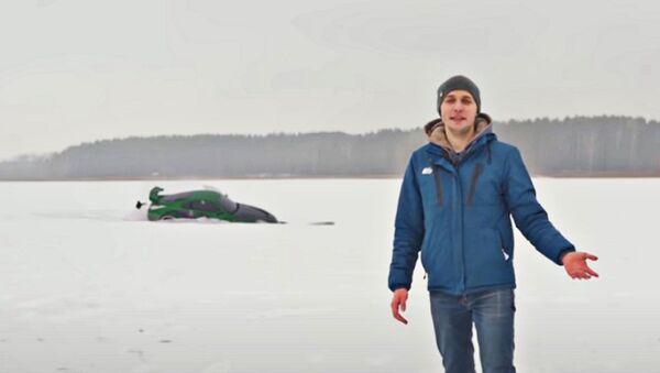 Sportcar di Need for Speed affondata in un lago: passatempo dei blogger russi - Sputnik Italia