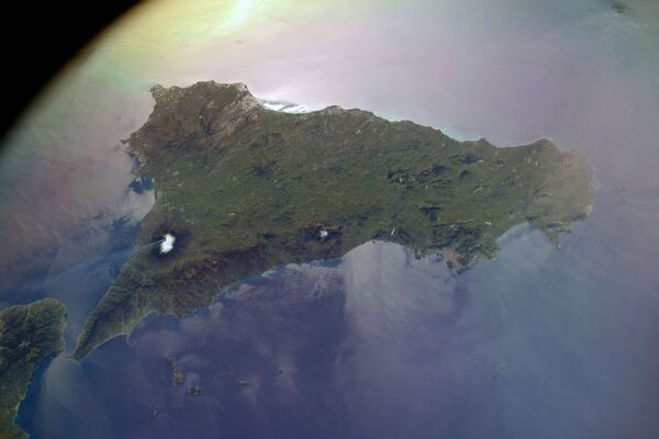 Vista dallo spazio sul vulcano Etna, la foto scattata dal cosmonauta russo Sergey Kud-Sverchkov dalla ISS.  - Sputnik Italia