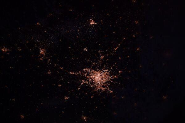 Luci di Parigi di notte, Francia. - Sputnik Italia