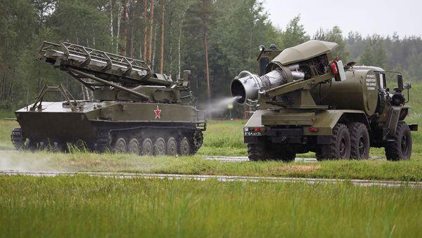 Подготовка тепловой машины ТМС-65У для проведения специальной обработки РХМ-4 - Sputnik Italia