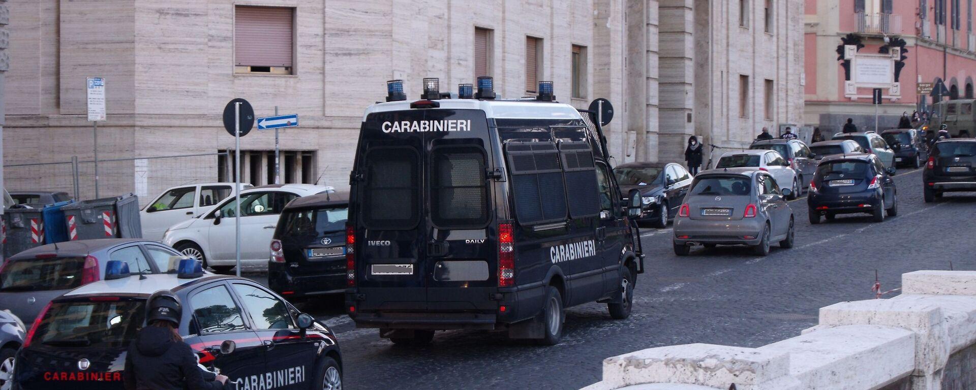 Auto e furgone carabinieri  - Sputnik Italia, 1920, 24.06.2021