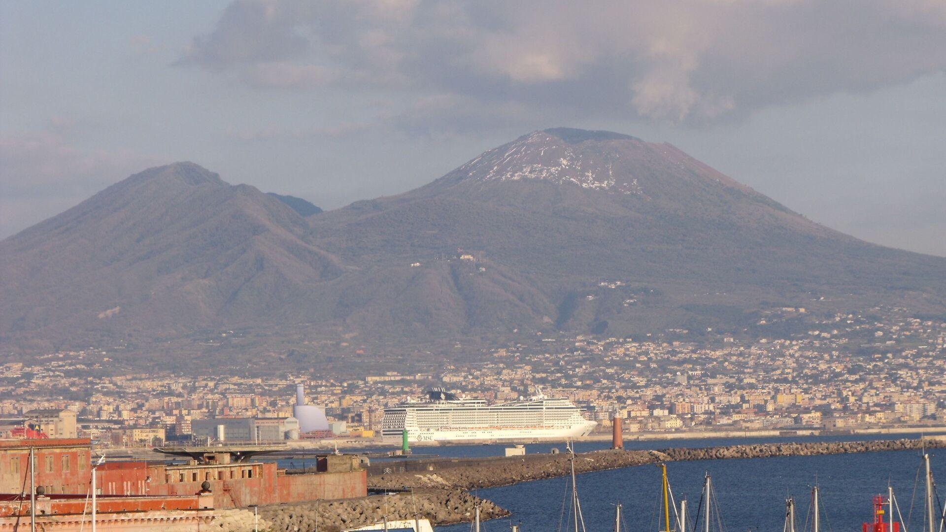 Golfo di Napoli e Vesuvio  - Sputnik Italia, 1920, 11.08.2021