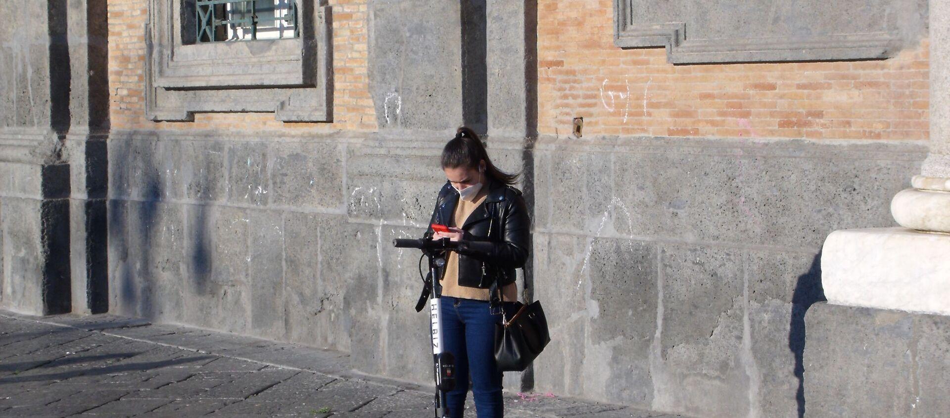 Piazza Plebiscito, ragazza in mascherina - Sputnik Italia, 1920, 25.02.2021