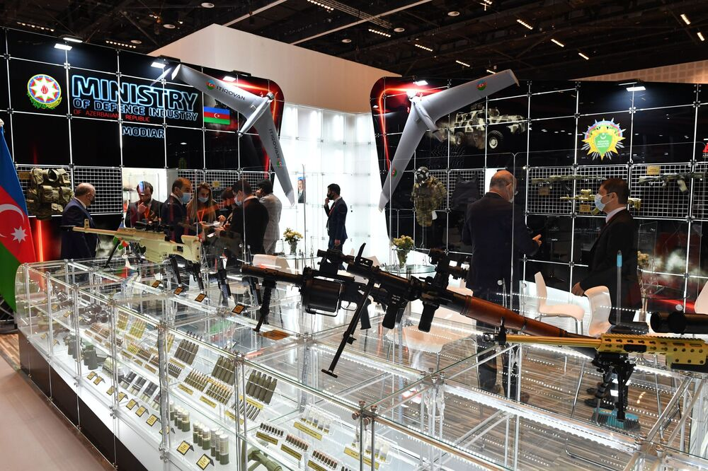 Lo stand del Ministero dell'Industria della Difesa dell'Azerbaigian alla fiera internazionale di armi IDEX-2021 ad Abu Dhabi