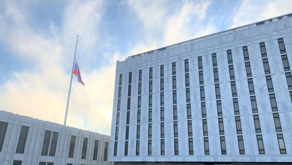 Russian Embassy in US lowered its flag as a sign of solidarity with the American people mourning the loss of more than 500,000 lives due to the coronavirus pandemic - Sputnik Italia