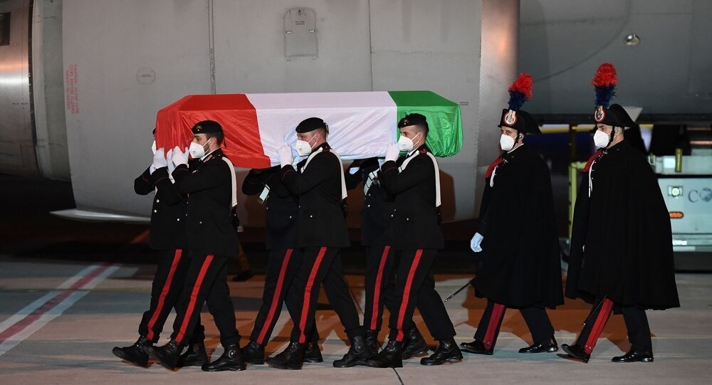 Arrivate a Ciampino le salme dell'ambasciatore Luca Attanasio e del carabiniere Vittorio Iacovacci