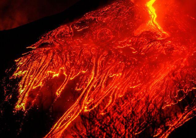 I fiumi di magma sull'Etna