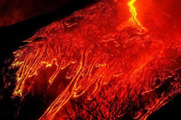 Le fontane di magma sono viste dal cielo - Sputnik Italia