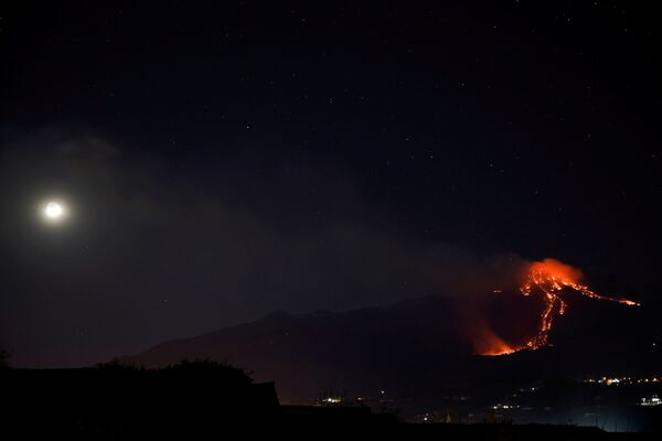 Il vulcano visto da molti chilometri - Sputnik Italia