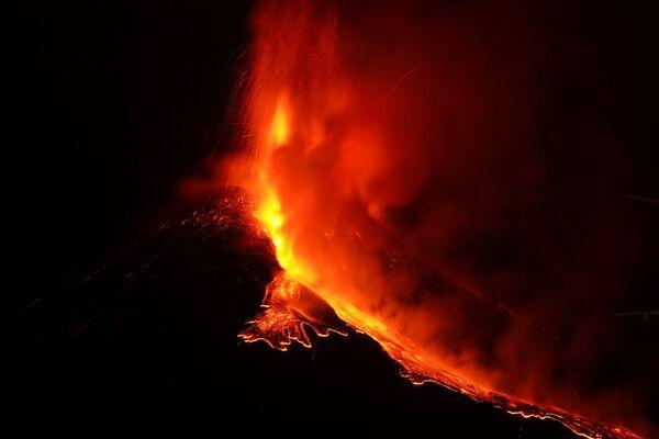 L'Etna continua l'attività eruttiva - Sputnik Italia
