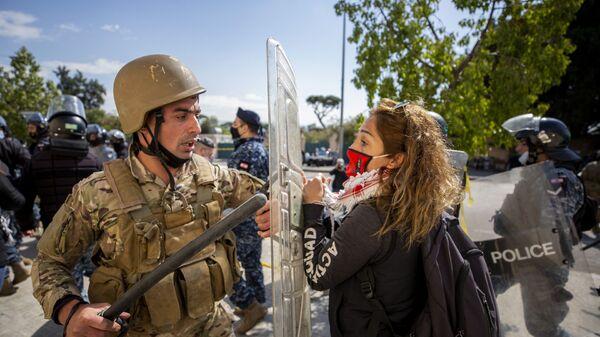 Стычка между силами правопорядка и протестующими в Бейруте, Ливан - Sputnik Italia