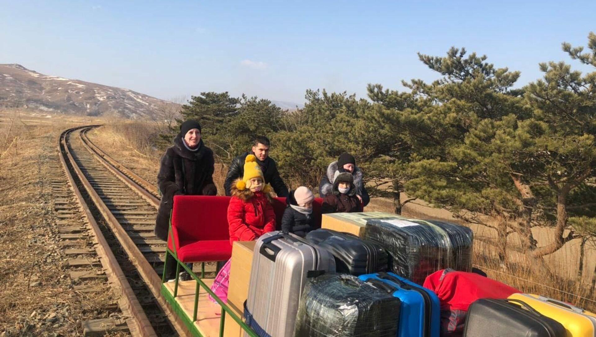 Diplomatici russi hanno lasciato la Corea del Nord a bordo di una draisina ferroviaria - Sputnik Italia, 1920, 26.02.2021