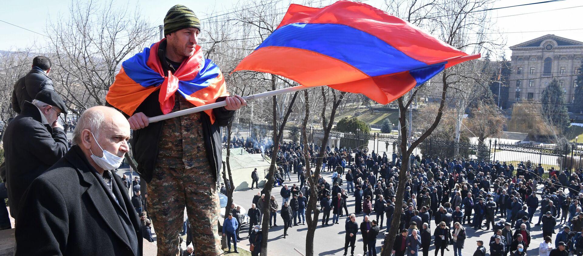 Corteo degli oppositori di Nikol Pashinyan a Yerevan - Sputnik Italia, 1920, 26.02.2021