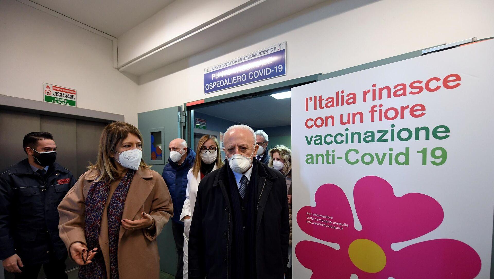 18/01/2021 - Il Presidente De Luca all'apertura del punto vaccinale del Policlinico universitario Federico II - Sputnik Italia, 1920, 26.02.2021