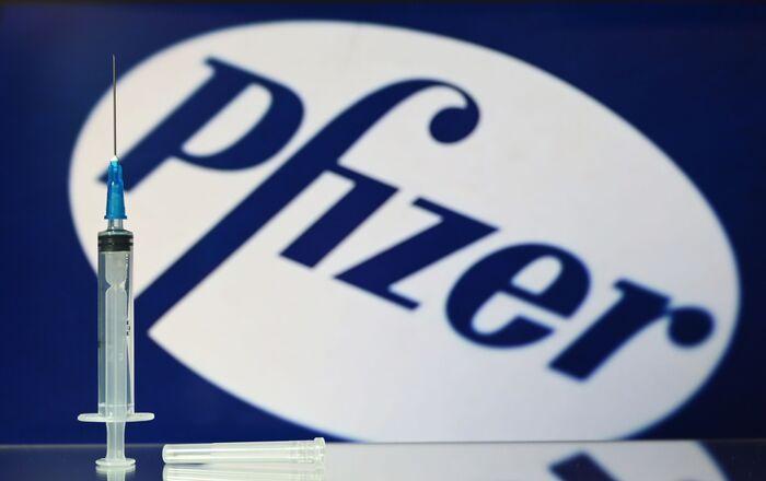 La siringa del vaccino americano Pfizer