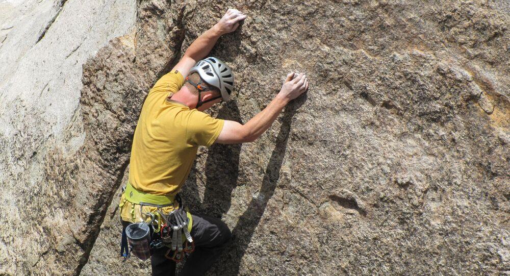 Freeclimbing, arrampicata, parete rocciosa