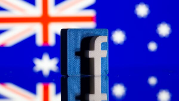 Logo Facebook e bandiera australiana - Sputnik Italia