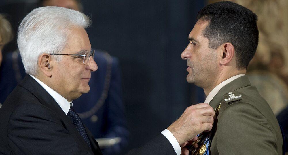 Il Presidente Sergio Mattarella consegna la Croce di Cavaliere dell'Ordine Militare d'Italia al Generale di Divisione Francesco Paolo Figliuolo