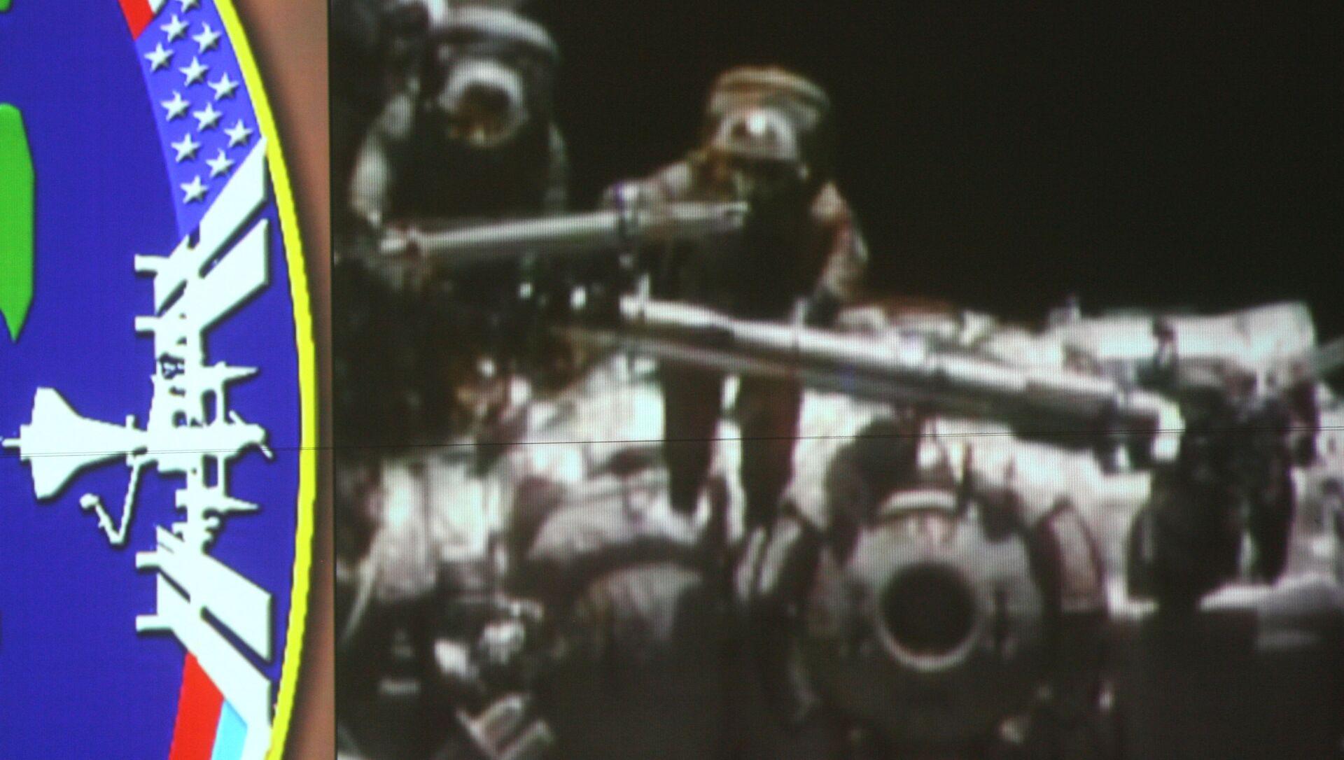 Spazio, equipaggio ISS sigillerà la crepa nel modulo russo con la resina usata per il trucco tv - Sputnik Italia, 1920, 01.03.2021