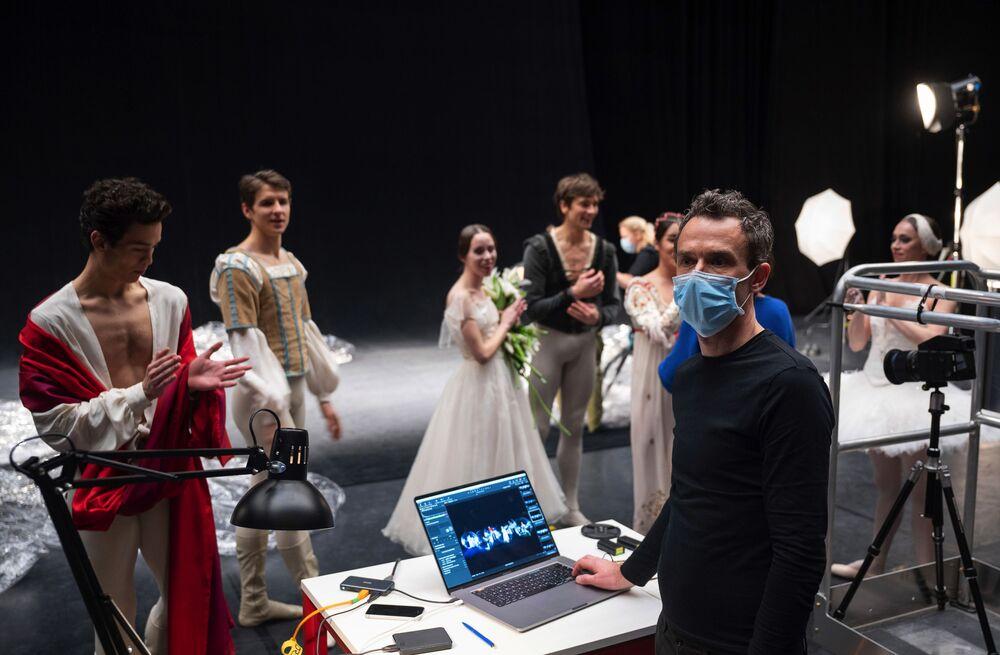 Il lavoro tra i ballerini e l'artista