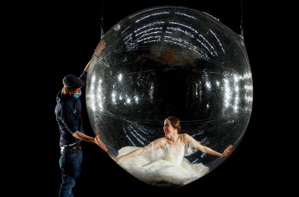Ballerina nella bolla