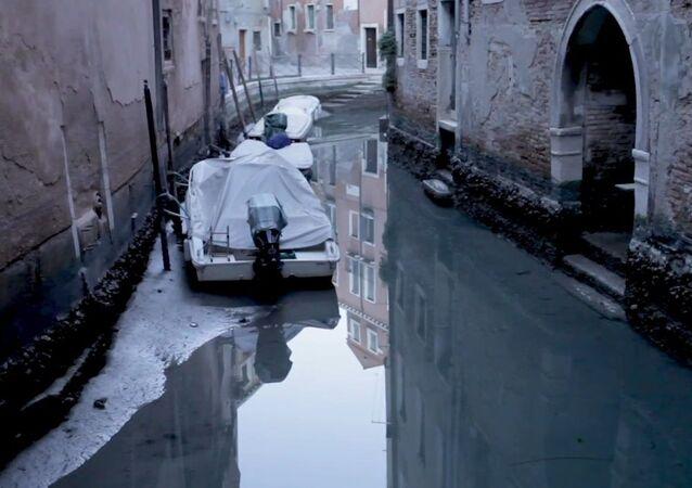 Venezia: l'acqua bassa e canali a secco