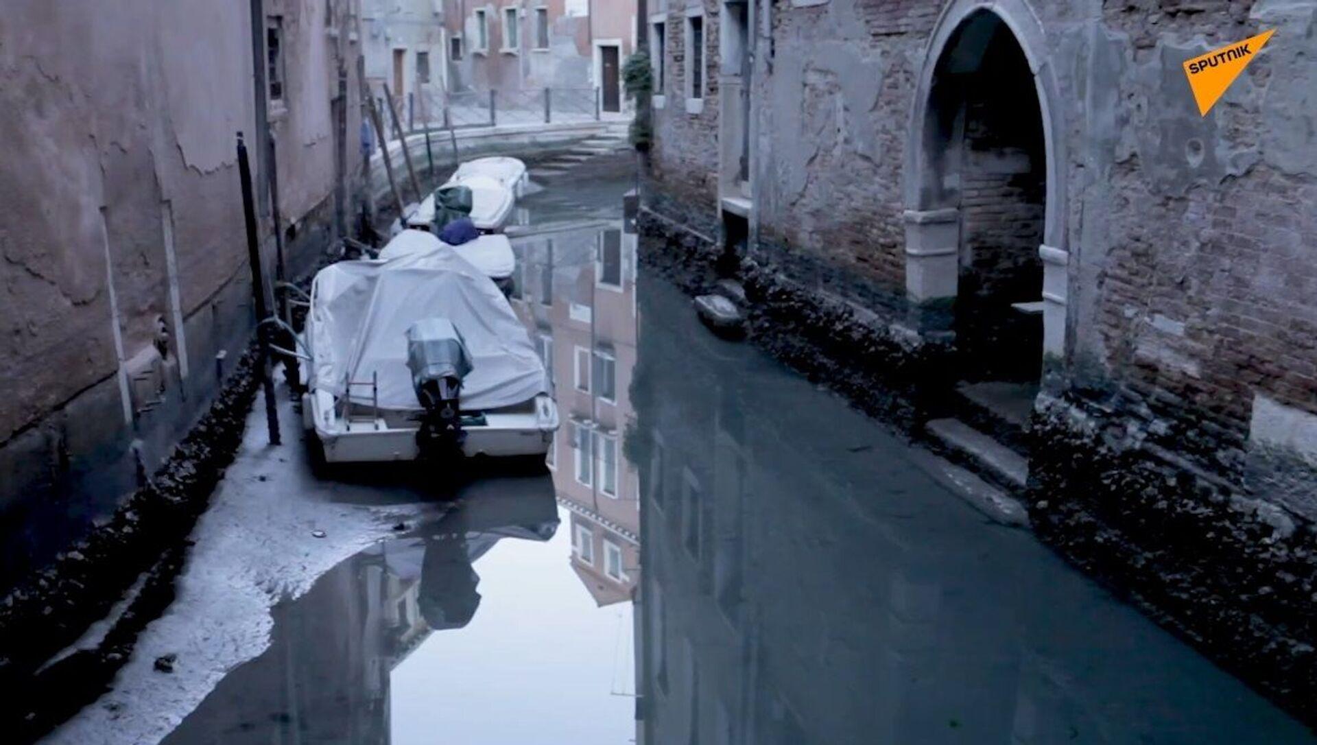 Venezia: l'acqua bassa e canali a secco - Sputnik Italia, 1920, 03.03.2021