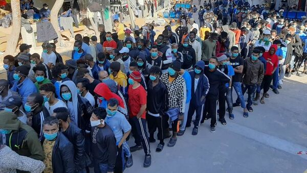 Migranti nel centro di accoglienza di Lampedusa - Sputnik Italia