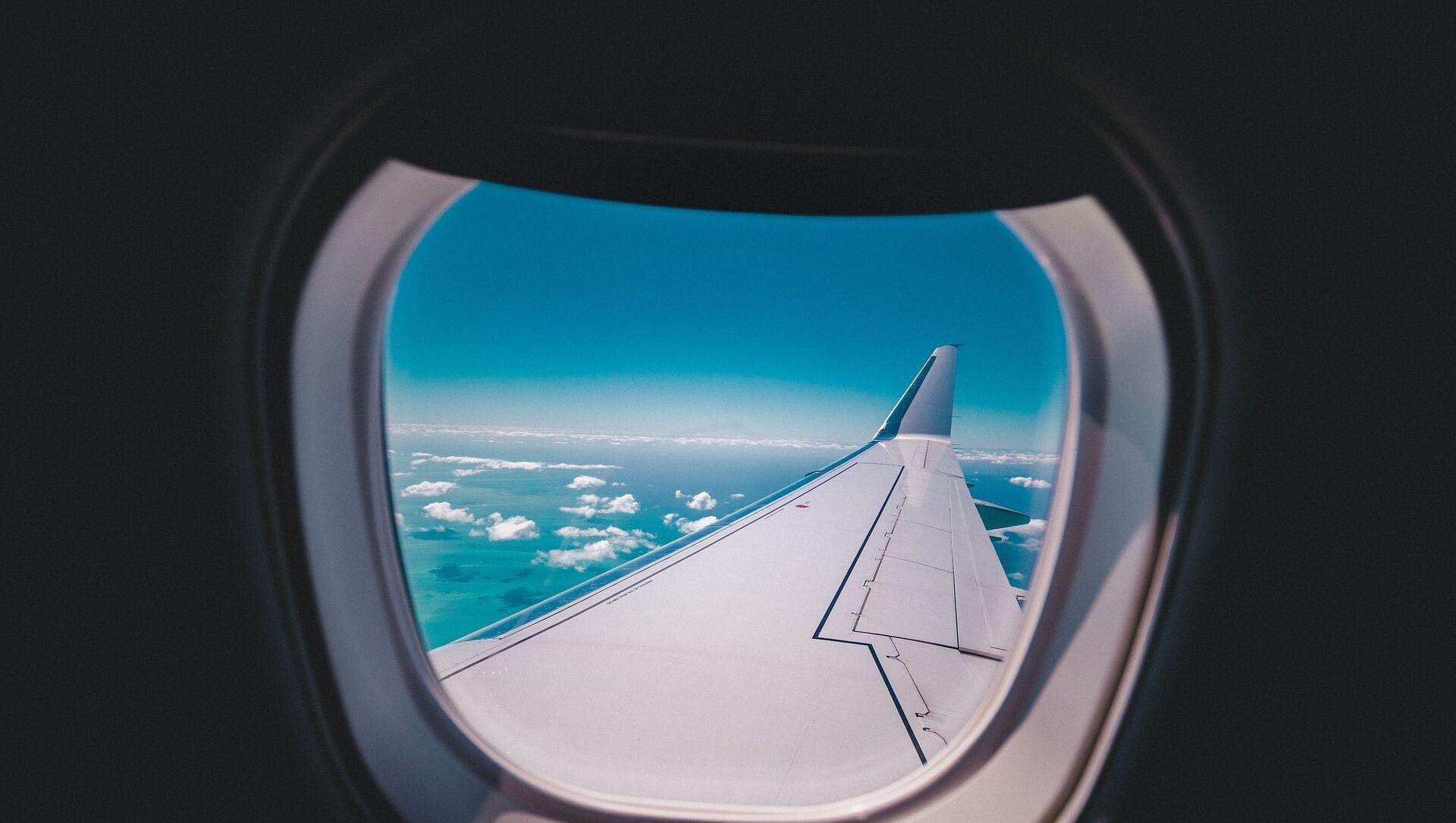 airplane window view - Sputnik Italia, 1920, 02.04.2021