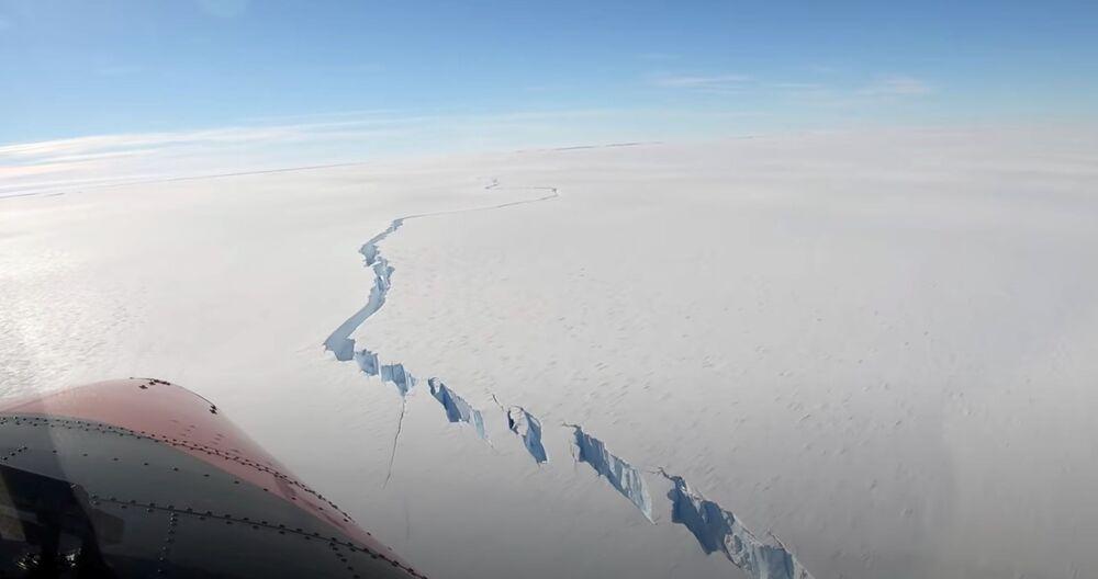 Un enorme iceberg grande 20 volte Manhattan si è staccato dalla piattaforma di Brunt, nell'Antartide