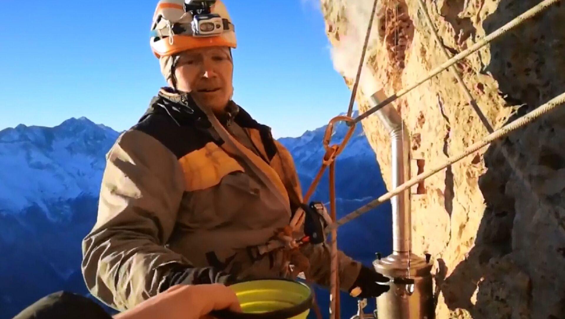 Tè in altura: alpinisti russi preparano tè trovandosi sulla roccia - Sputnik Italia, 1920, 05.03.2021