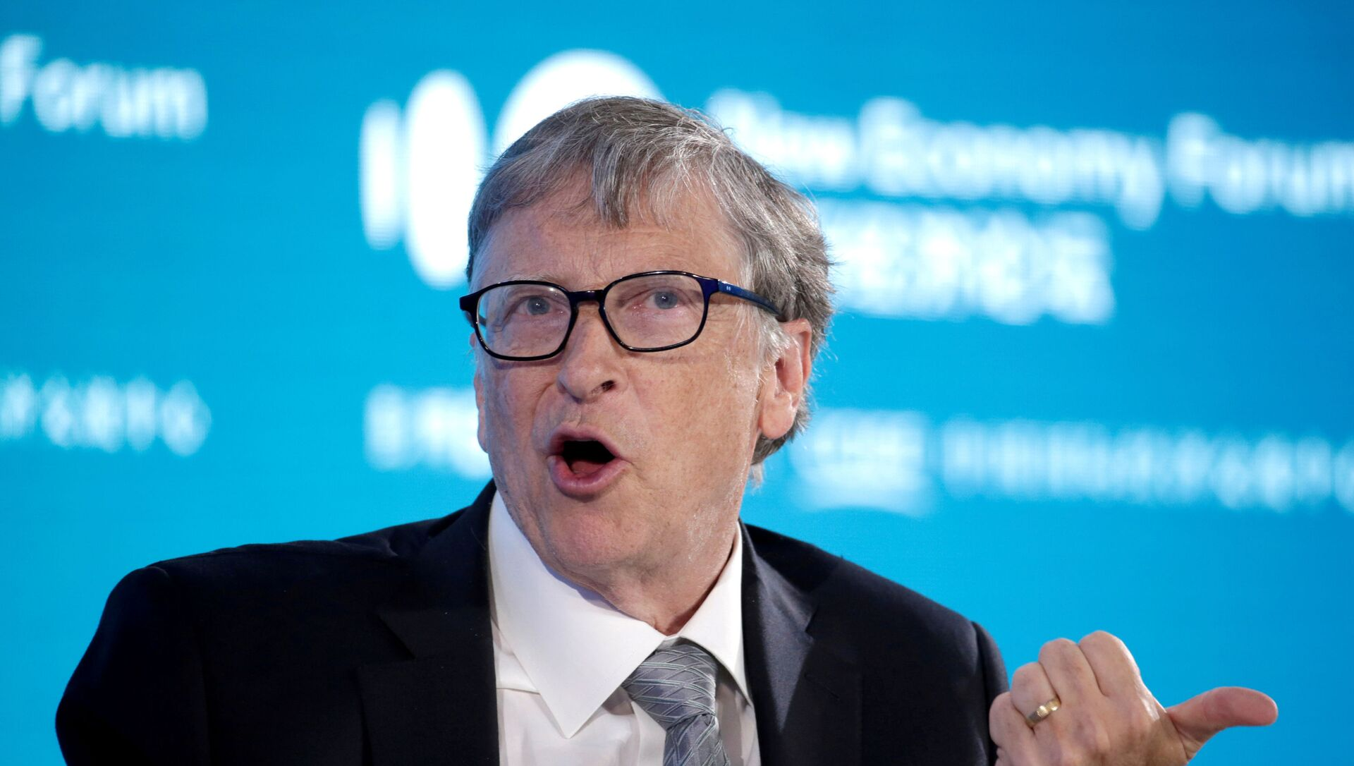 Bill Gates, Co-Chair of Bill & Melinda Gates Foundation, attends a conversation at the 2019 New Economy Forum in Beijing, China November 21, 2019 - Sputnik Italia, 1920, 05.03.2021