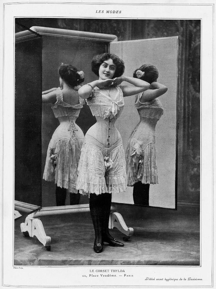 Un corsetto pubblicato sulla rivista Les Modes nell'ottobre 1908