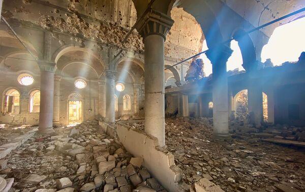 Le rovine di una chiesa a Mosul, Iraq - Sputnik Italia