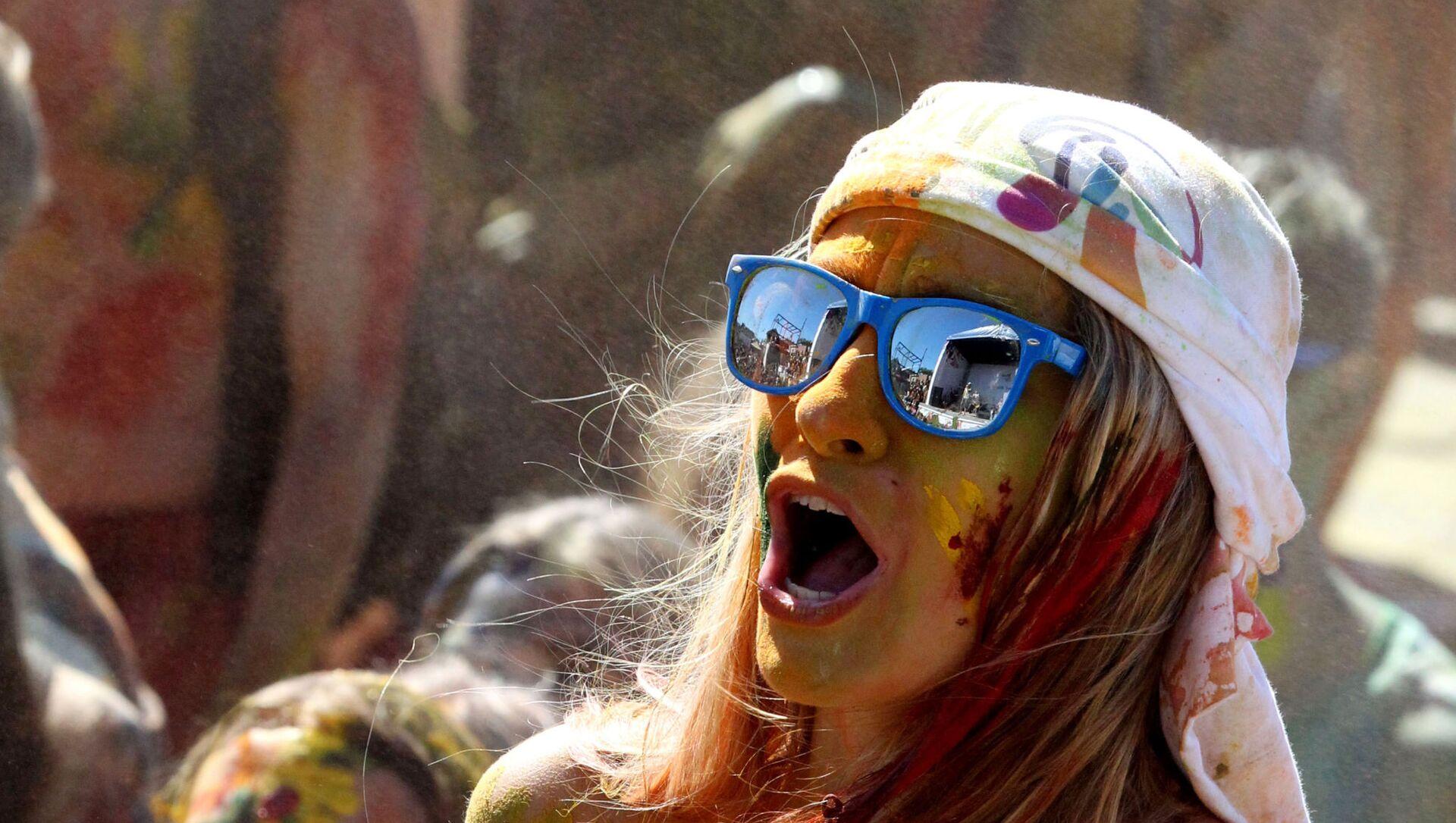 Una ragazza urla ad un festival - Sputnik Italia, 1920, 06.03.2021